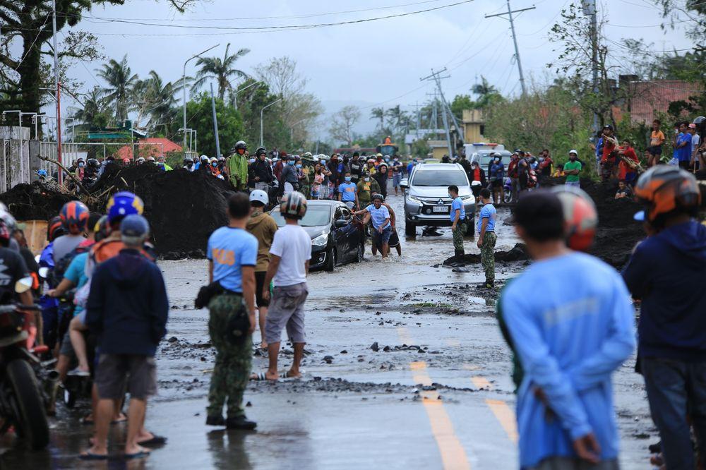 ฟิลิปปินส์โดนพายุไต้ฝุ่นโคนี