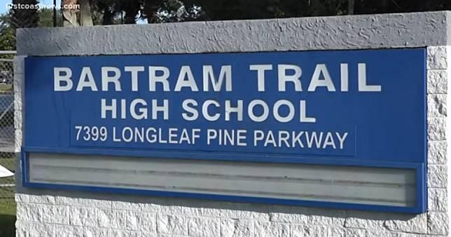 การรุกล้ำความเป็นส่วนตัว โรงเรียนที่ชื่อว่า Bartram Trail High School